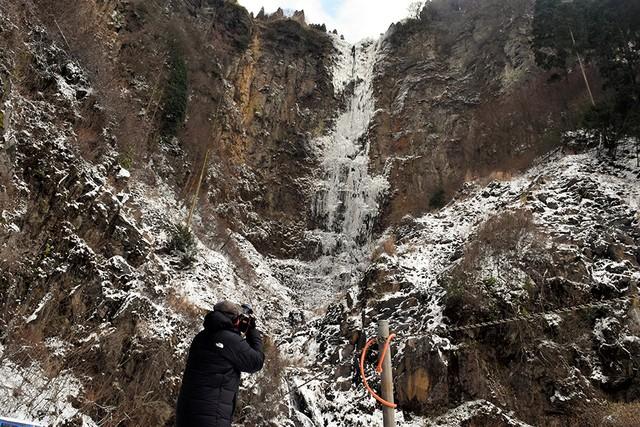 熊本‧阿蘇古閑瀑布終於全體結凍 較往年晚了2個月