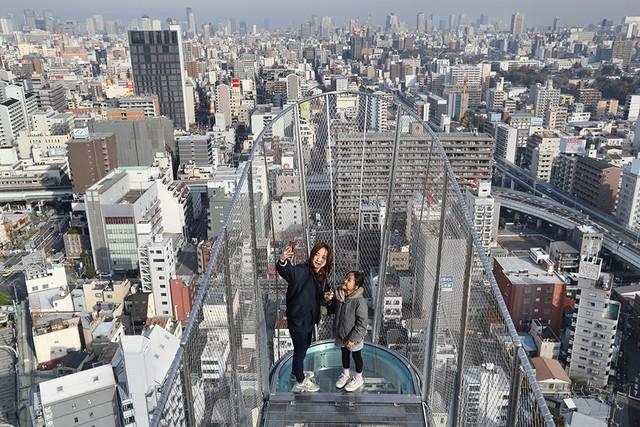 大阪通天閣懸空展望台全新開幕 以全身體會充滿刺激的眺望