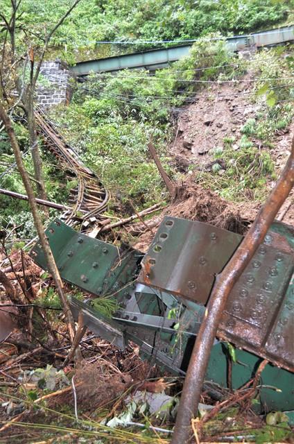 颱風直接侵襲觀光景點鐵路 箱根鐵道「今年內難以全線復原」