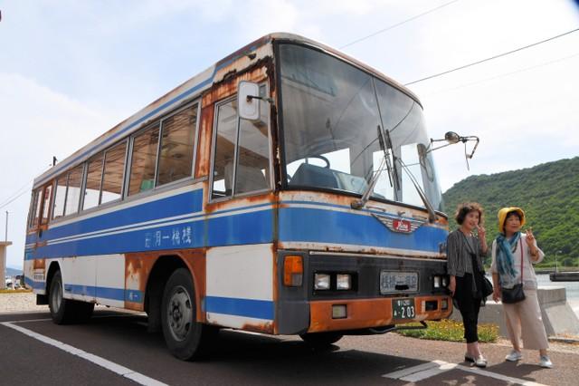 太受歡迎的離島「破舊巴士」 滿布鏽蝕仍上路引發正反評價