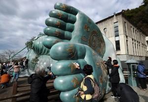 「睡佛」全身舒暢迎新年 福岡·南藏院舉行淨佛儀式(影片)