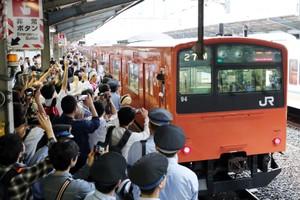 傳統橘色列車的最後倩影 大阪環狀線201系退休(影片)