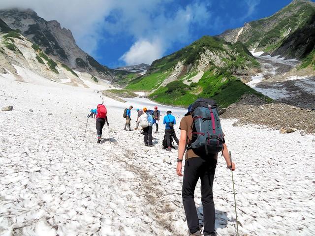 爬白馬岳大雪溪抗酷暑 登山者成群享受天然冷氣