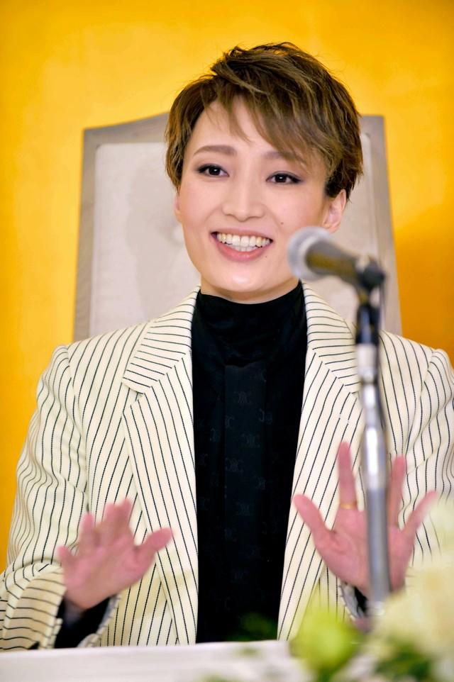 寶塚雪組首席搭檔望海風斗及真彩希帆 將於10月共同退團