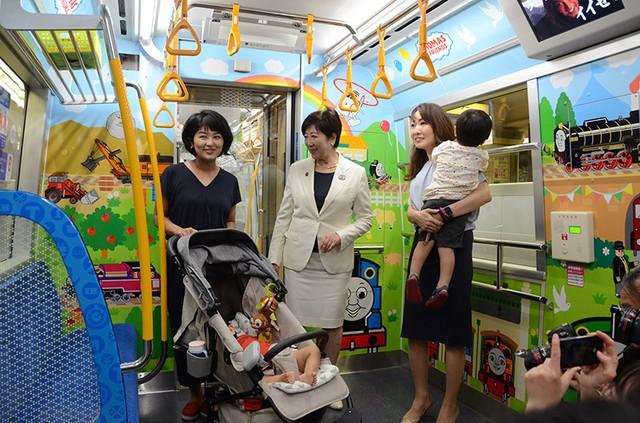 地鐵大江戶線上的「孩童房」 車內育兒友善空間實測開跑