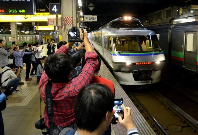 北海道水晶特急結束30年行駛 大批鐵道迷聚集依依不捨