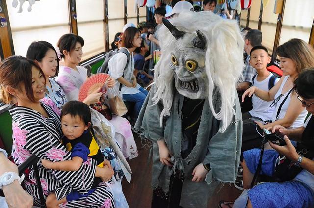 京都嵐山「妖怪電車」驚嚇上路 孩童哀號響徹車廂