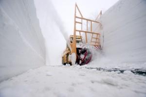 青森八甲田‧十和田黃金路線除雪中 雪壁迴廊即將開通(影片)