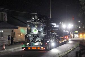 北海道地震重創的鐵路之城 蒸汽火車馬路夜行搬家(影片)