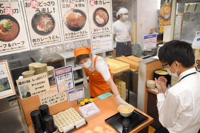 香川烏龍麵店顧客接踵而至 黃金週結束各地重啟活動