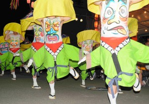 北海道‧富良野「北海肚臍祭」 肚子畫上表情熱鬧起舞(影片)