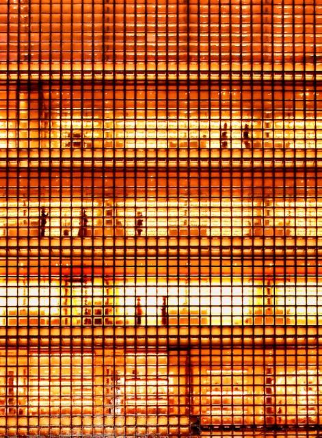 銀座正方形玻璃牆壁閃耀奪目 邊長45公分設計暗藏玄機