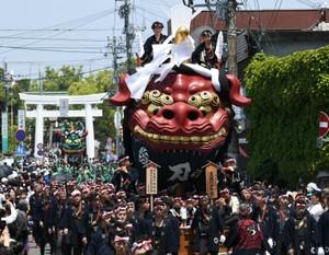 慶祝新天皇即位 唐津宮日節特別巡禮11萬人夾道相迎(影片)
