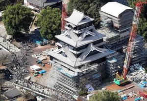 熊本城時隔3年半展英姿 災民含淚仰望「重建的象徵」(影片)