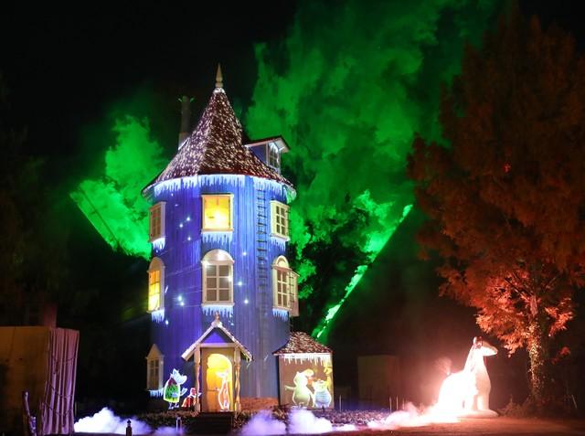 埼玉·冬季夜空出現「極光」 嚕嚕米主題樂園體驗光雕投影