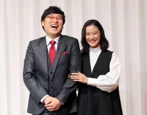 蒼井優結婚記者會 小靜拳擊「帥氣小山」表祝福(影片)