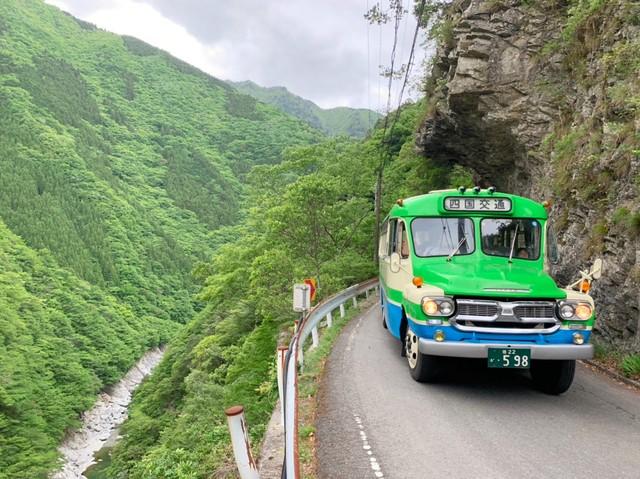 可愛復古牛頭巴士穿梭秘境 懷舊風情令訪日客趨之若鶩