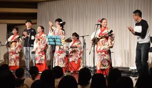 沖繩巴士導遊能歌善舞超厲害 為學生戶外教學增添回憶(影片)