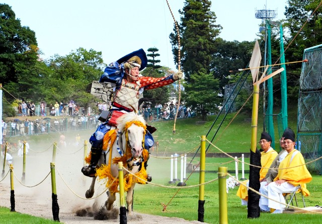傳統騎射活動「流鏑馬」 長野・上田登場秀武藝