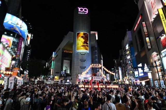 與來自全球的人熱鬧共舞 澀谷街頭展開盆舞大會