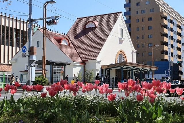 「紅三角屋頂」回來了 東京‧舊國立站舍重建完成