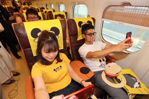 車裡車外都是「米奇」 九州新幹線紀念列車可愛上路(影片)