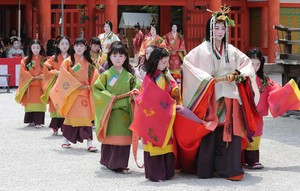 令和首場「葵祭」 在新綠京都的大道上華麗行進(影片)
