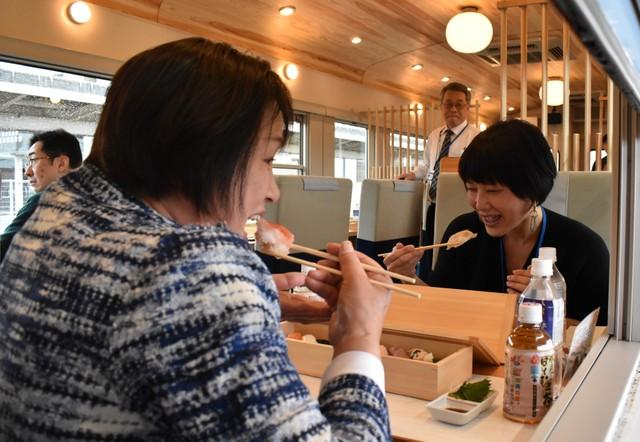 觀光列車「一萬三千尺物語」 大啖新鮮壽司享立山富山灣美景