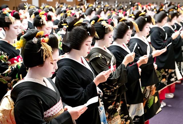 京都‧花街「始業式」 百名藝舞妓著正裝宣誓
