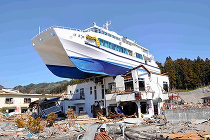 【Asahi.com article】【Today's English】Inn topped by grounded boat in tsunami-hit city to be torn down