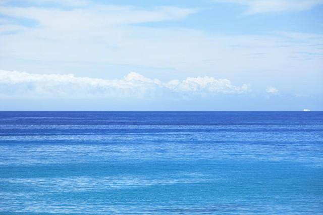 空が青いのと海が青いのは理由が違う…簡潔に説明することはできますか ...