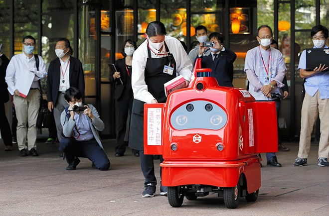 Self-driving mail robot takes a spin for first time on public roads : The  Asahi Shimbun