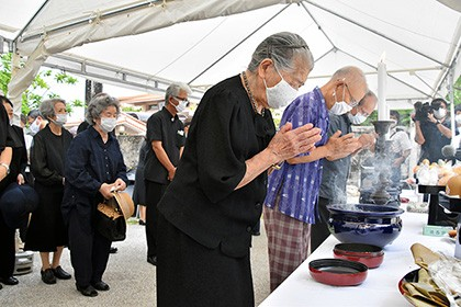 【Asahi.com article】【Today's English】Ceremony marks sinking of vessel taking Okinawa citizens to safety