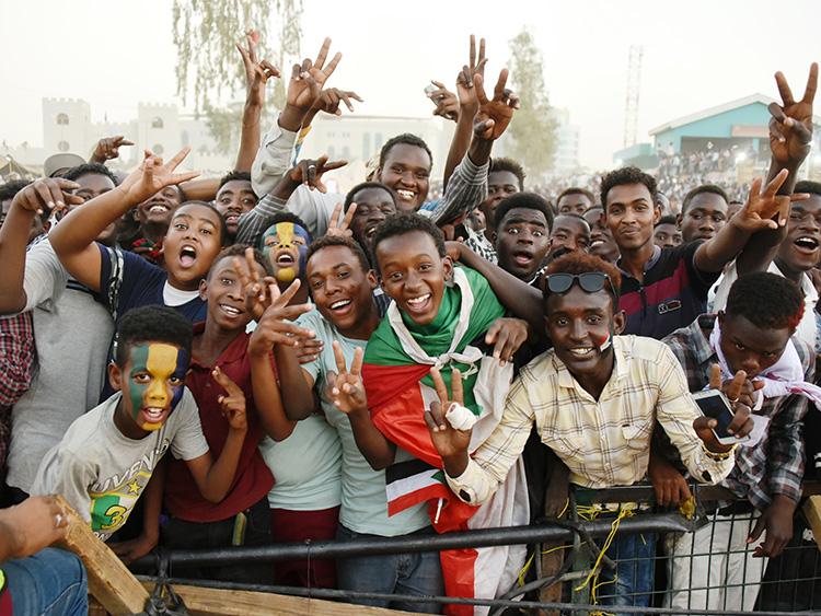 検問も警備員もボランティア 民主化求めるスーダンの抗議デモの現場は