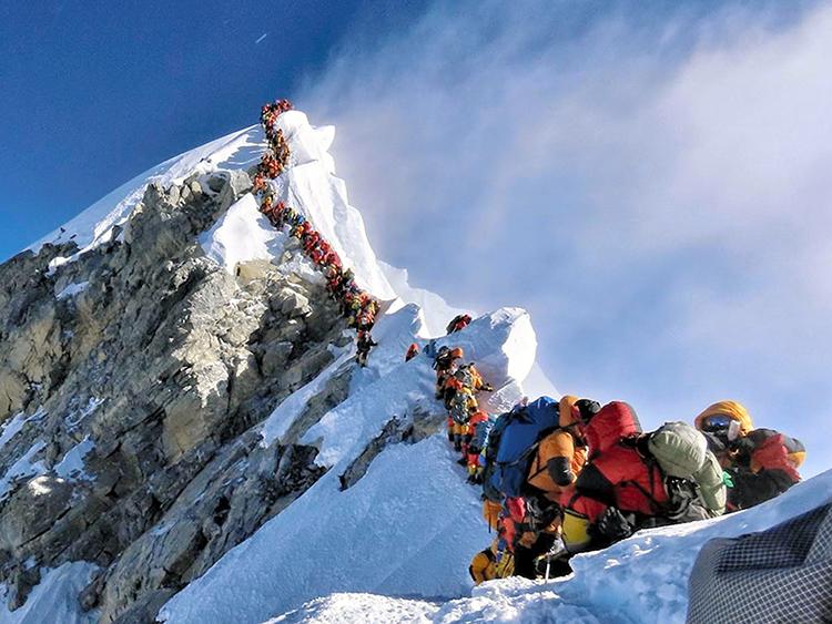 まるで動物園 エベレスト山頂の大混雑で死者も出た:朝日新聞GLOBE+