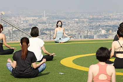 【Asahi.com article】【Today's English】Shibuya Sky offers yoga with a view, 230 meters above ground