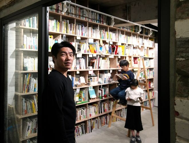 Joint bookstores offer literature lovers shelves to sell collections : The Asahi Shimbun
